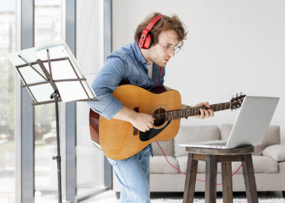 How to Stay Motivated After Your First Guitar Lesson